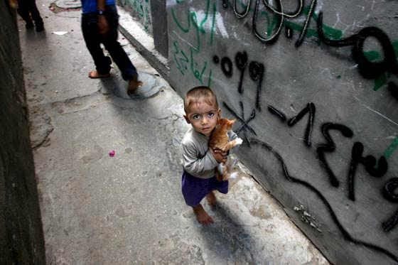 20100612191331-refugiado-en-gaza.jpg