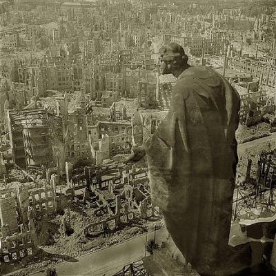 20121025134551-the-bombing-of-dresden-statue-overlooking-city1.jpg